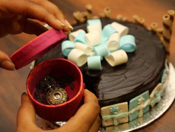 Gift in a Cake | Best Birthday, Anniversary, Courtship period, Just like  that, Wedding, Proposal, House Warming gift and surprise in India |  Surprise