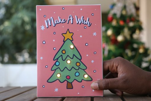 Before you pick yet another booring greeting card as your last minute Christmas gift how about getting one that lights up a Christmas tree on a card at the ... & Are You A Secret Santa? Pick Amazing Christmas Gifts Online For Your ...